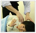子供の施術イメージ写真
