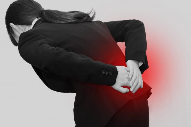 筋力の低下や不規則な生活習慣も腰痛の原因になります