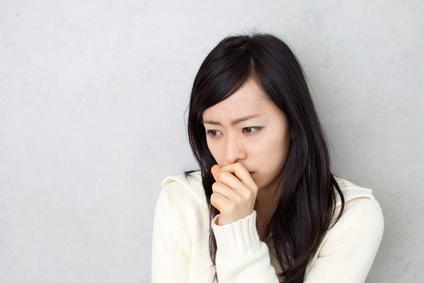 原因不明の体調不良に悩む女性